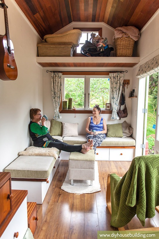 photo source: http://www.diyhousebuilding.com/tiny-house-pictures.html